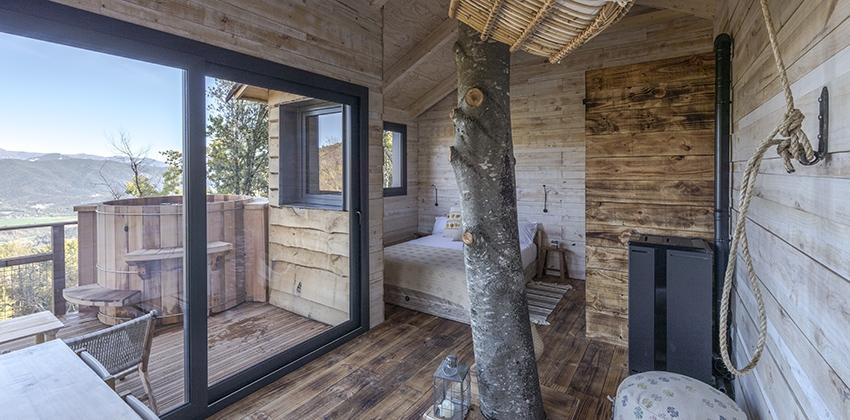 Habitación con jacuzzi del hotel Ruralka Cabanyes entre Valls en Girona